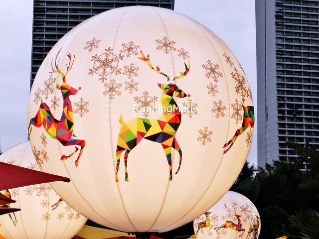 Christmas Wonderland 2014 - Reindeer And Snowflakes Balloon