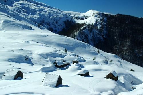 snowshoe grange cabane pyrénées pirineos ariège étable couserans pastoralisme goutets bourdaous courtal hameaupastoral