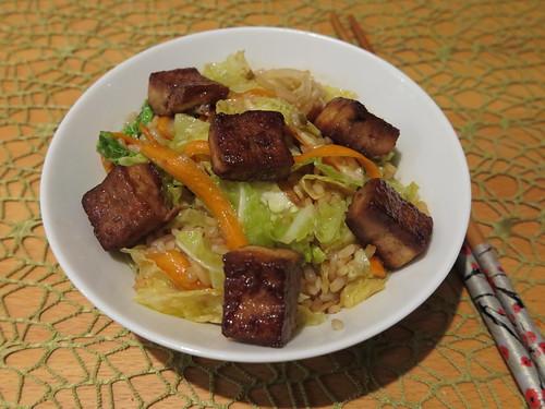 Marinierter Tofu auf Wok-Gemüse