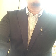 jacket(0.0), tuxedo(0.0), arm(1.0), neck(1.0), clothing(1.0), blazer(1.0), outerwear(1.0), formal wear(1.0), suit(1.0),