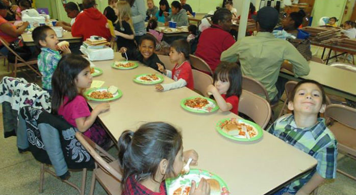 children eating lunch at baby u
