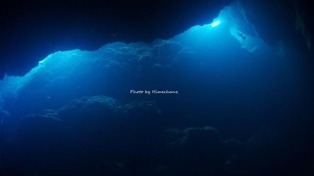 洞窟の光。今日はぼんやりな感じ♪
