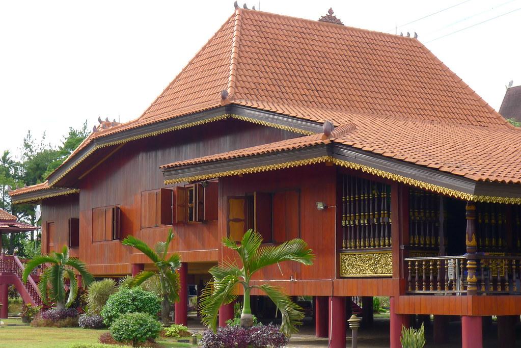 Rumah Adat Sumatra Selatan Tmii Kandiawan Flickr