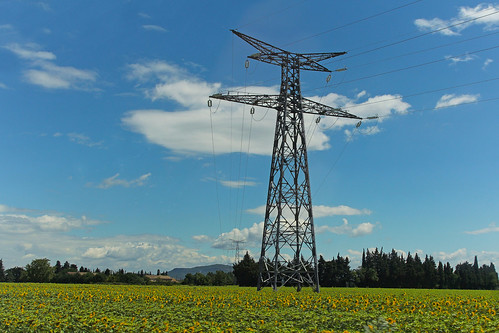 france tower field landscape europe power champs july roadtrip paca pole sunflowers electricity provence pylons overhead transmission tournesols voltage vaucluse 2014 meteorry provencealpescôtedazur provencealpescôted'azur bollène lamottesurrhône lapilud