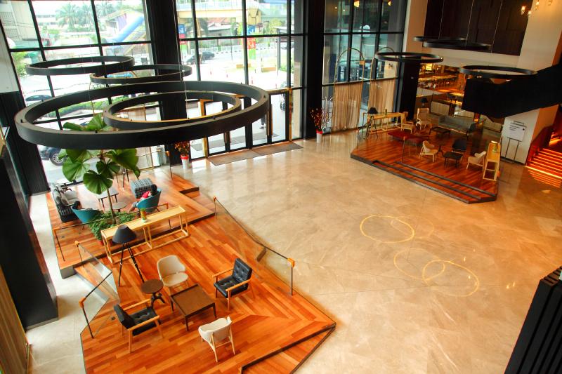 WEIL-Hotel-Lobby