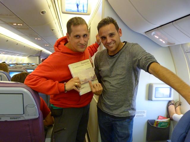 Chavetas y Sele en un avión LAN dirección Ecuador