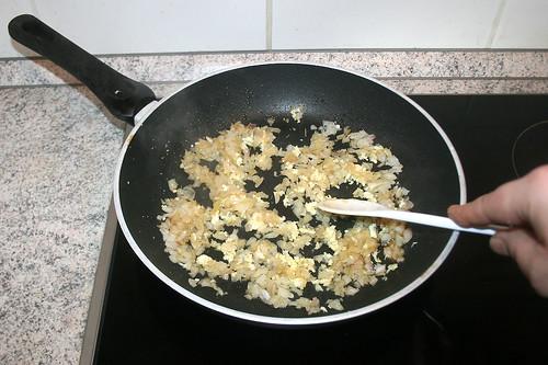 28 - Knoblauch andünsten / Braise garlic lightly