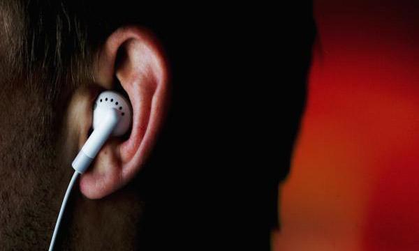 Những tác hại của tai nghe đối với sức khỏe