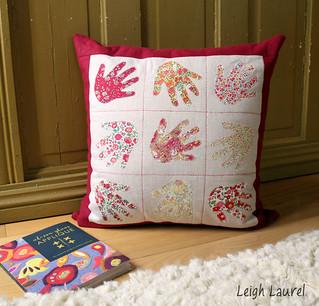 handprint pillow by karin jordan - quilt now issue 7