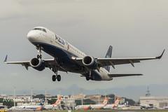 AZUL Linhas Aéreas Brasileiras Embraer ERJ-195