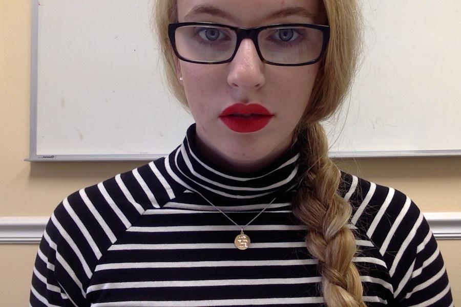 red lip selfie