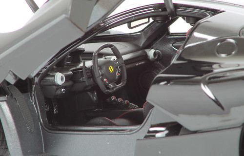 laferrari-interno1