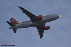 G-EZIP - 2514 - Easyjet - Airbus A319-111 - Luton M1 J10, Bedfordshire - 2014 - Steven Gray - Steven Gray_255