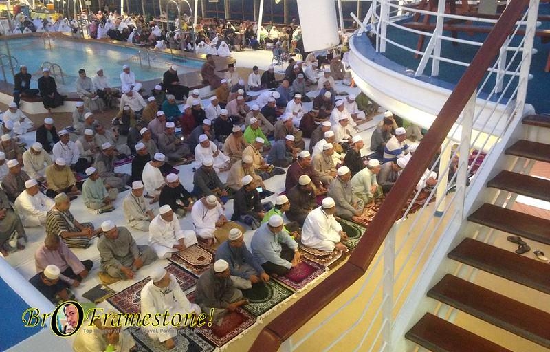 Solat Berjemaah Atas Kapal Pelayaran Islamik