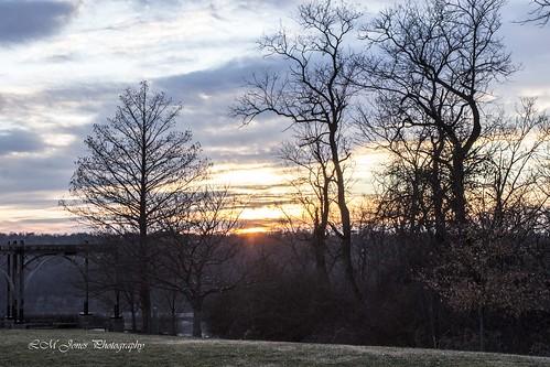 winter sunset cold warm afternoon cincinnati january ohioriver pergola almspark cincinnatiparks 20150117januaryafternoon