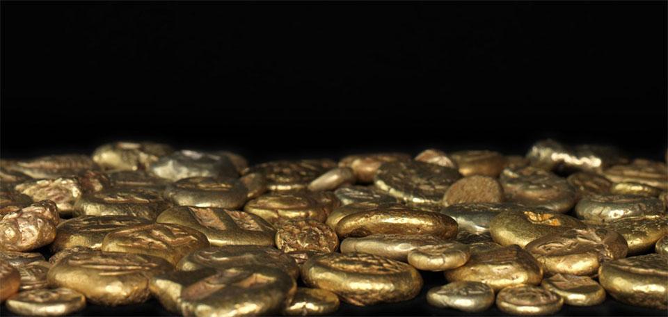 מתוך זהב לבן: המטבעות הקדומים בעולם, מוזאון ישראל, 2012. עיצוב: חיה שפר
