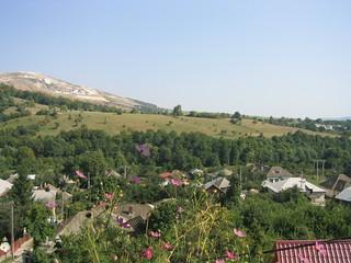 Cariera de Calcar Mateiaș văzută de pe Dealul Mare