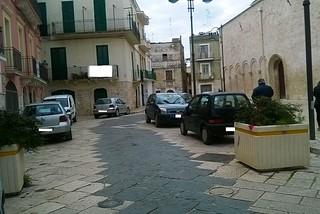 Noicattaro. Parcheggi abusivi centro storico front