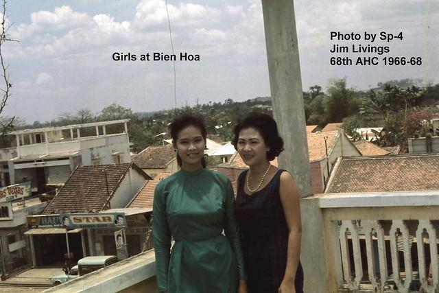 Girls at Bien Hoa - Photo by Sp-4 Jim Livings 68th AHC, 1966-68 - Những cô gái ở Biên Hòa