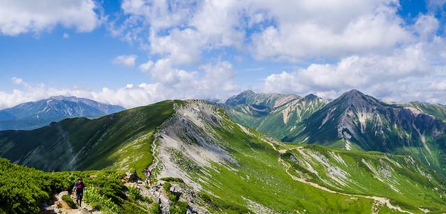 三俣蓮華岳へ連なる稜線を行く