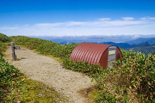 一ノ倉岳の避難小屋