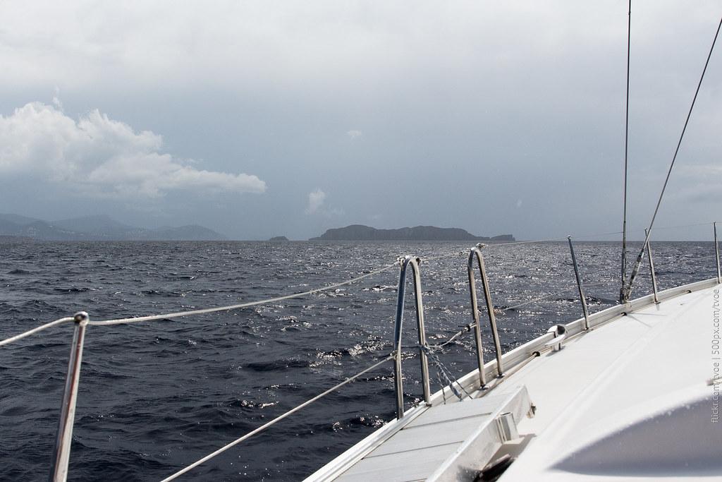 Вид на море с парусной яхты