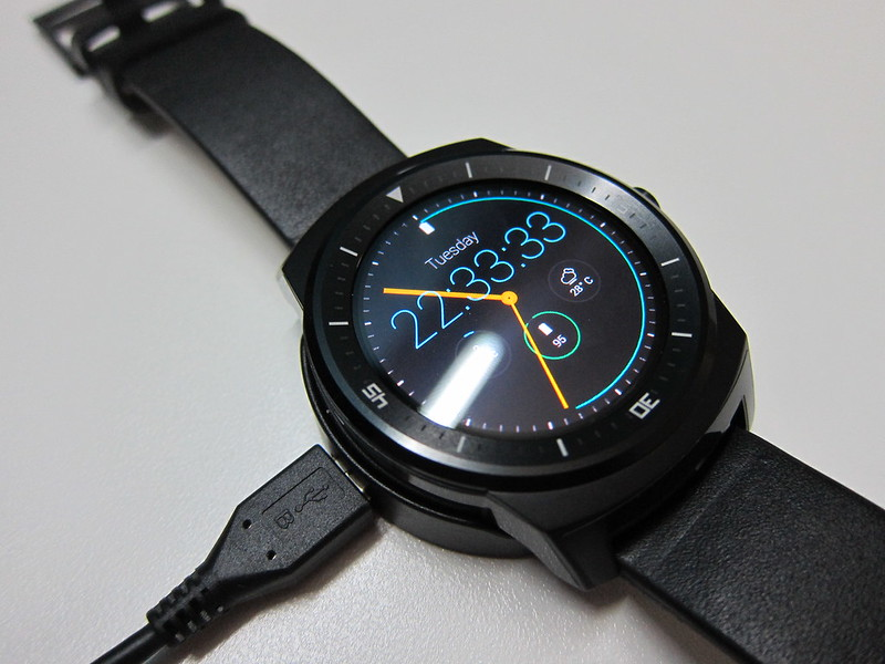 LG G Watch R - Charging