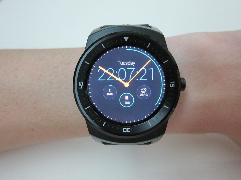 LG G Watch R - On Wrist