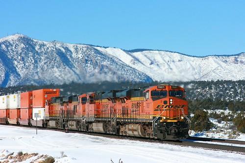 arizona snow sanfranciscopeaks ge bnsf es44dc flastaff intermodaltrain cosnino seligmansub