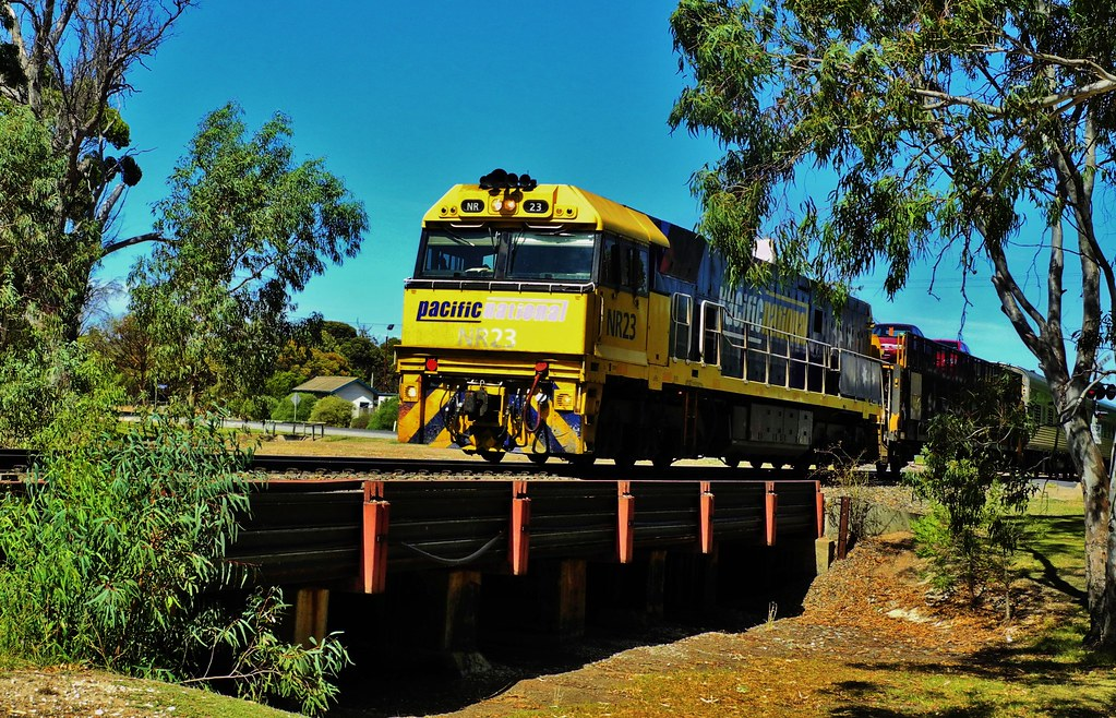 NR23 on the Melbourne to Adelaide Overland by Rodney S300