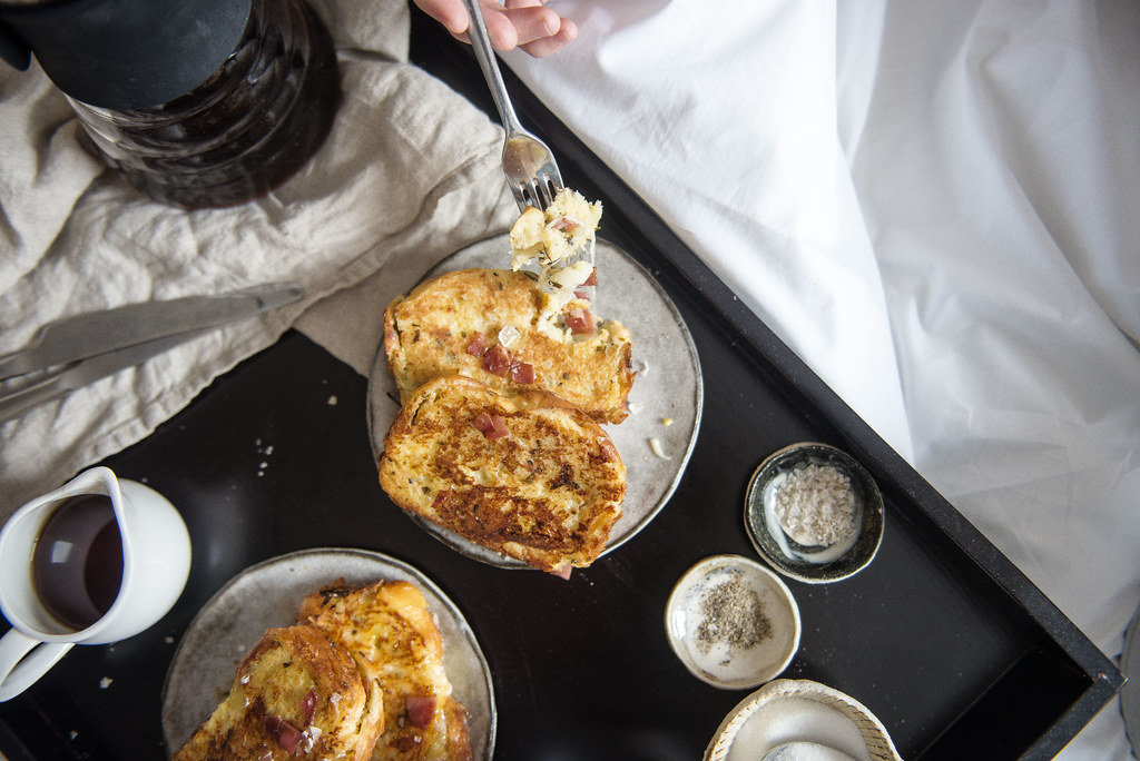 breakfast in bed // bacon & cheese stuffed french toast