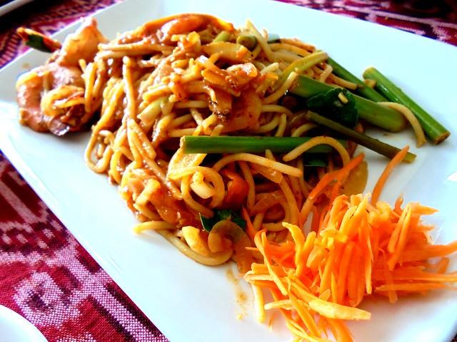 Payung tom yam spaghetti