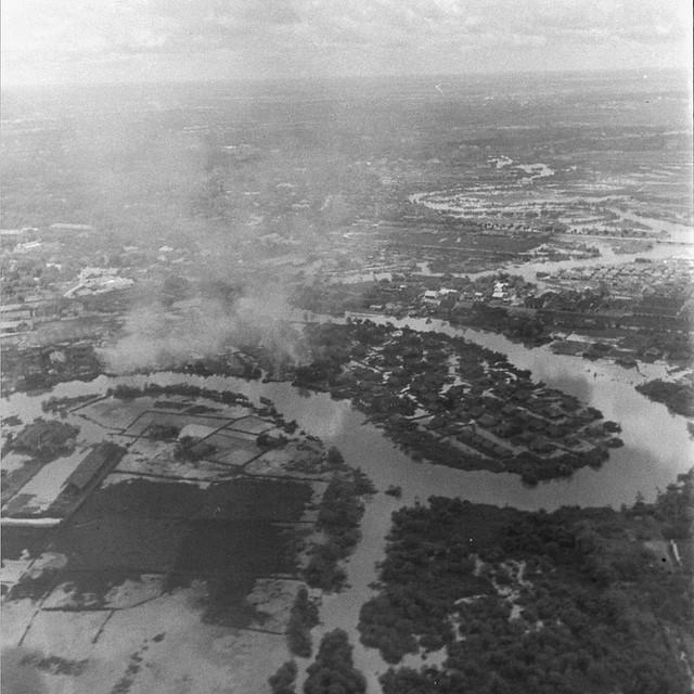 SAIGON Oct 1945 - Photo by John Florea - Không ảnh rạch Thị Nghè-Nhiêu Lộc. Khu vực Phú Nhuận