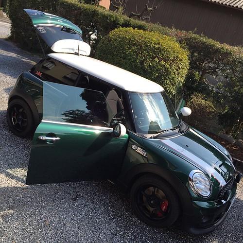 洗車完了。樹脂部分にもコーティング剤塗って黒々。