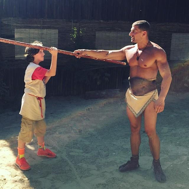 Gannicus teaches Lorenz to throw a javelin