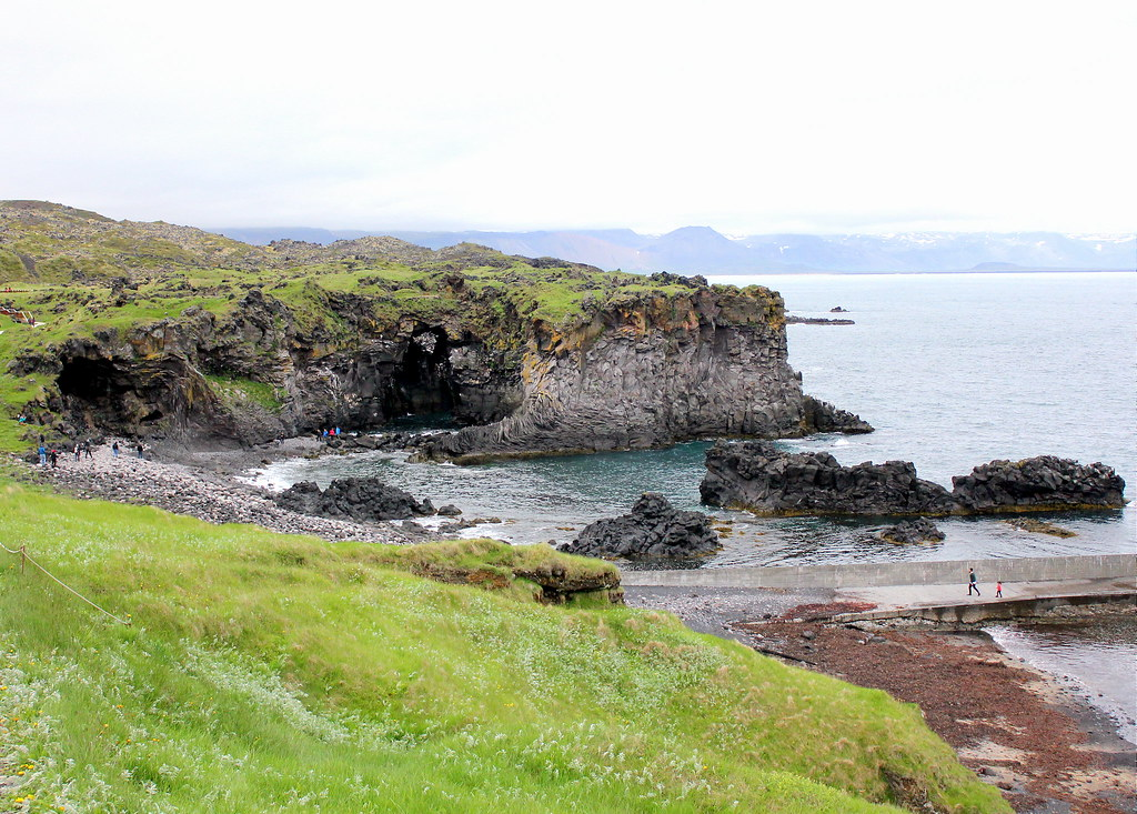snaefellsnes-peninsula-arnarstapi-beach