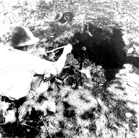 trabajador de la alquitrana extrae petroleo en balde coleccion la alquitrana rubio 1882