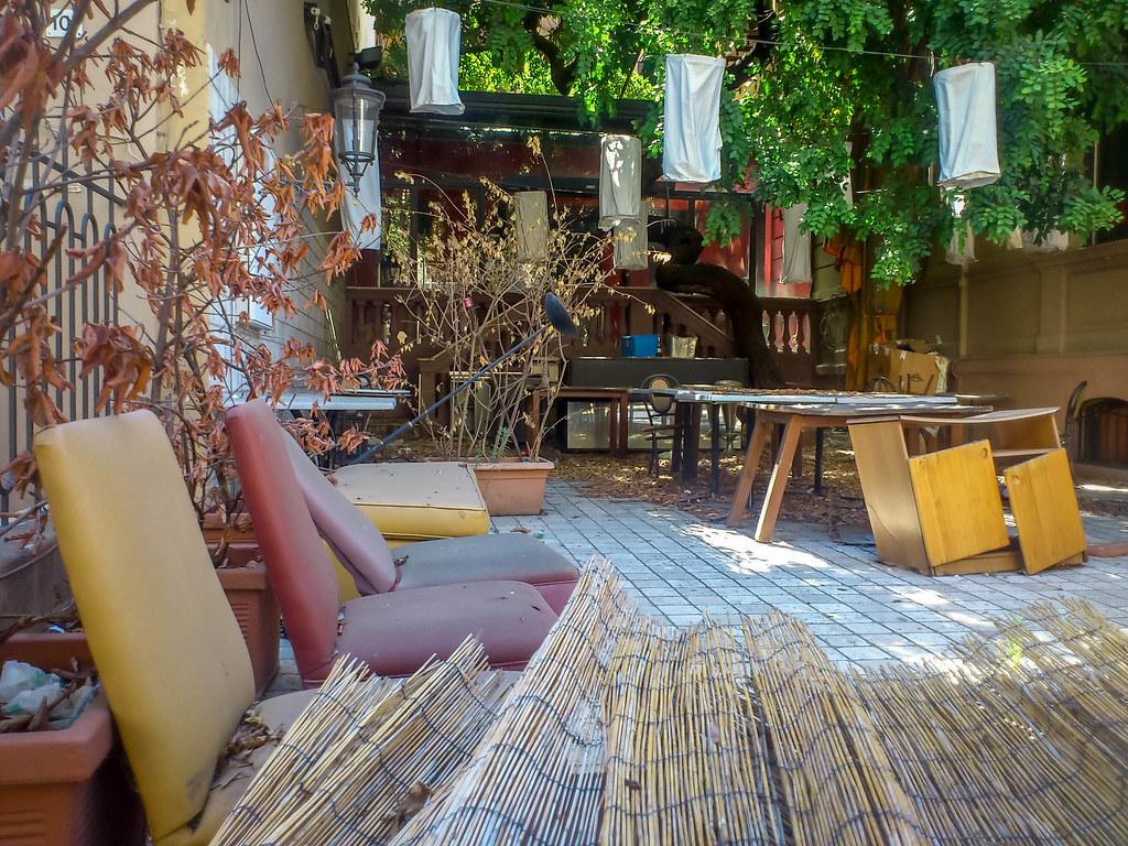 Заброшенная кафе в центре Палермо