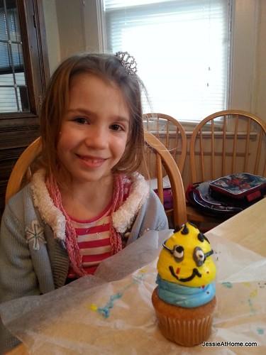 Kyla-and-her-Minion-cupcake