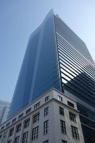 "Tokyo_14 東京都丸の内の高層ビルディングを撮影した写真。 ""JP TOWER""。"