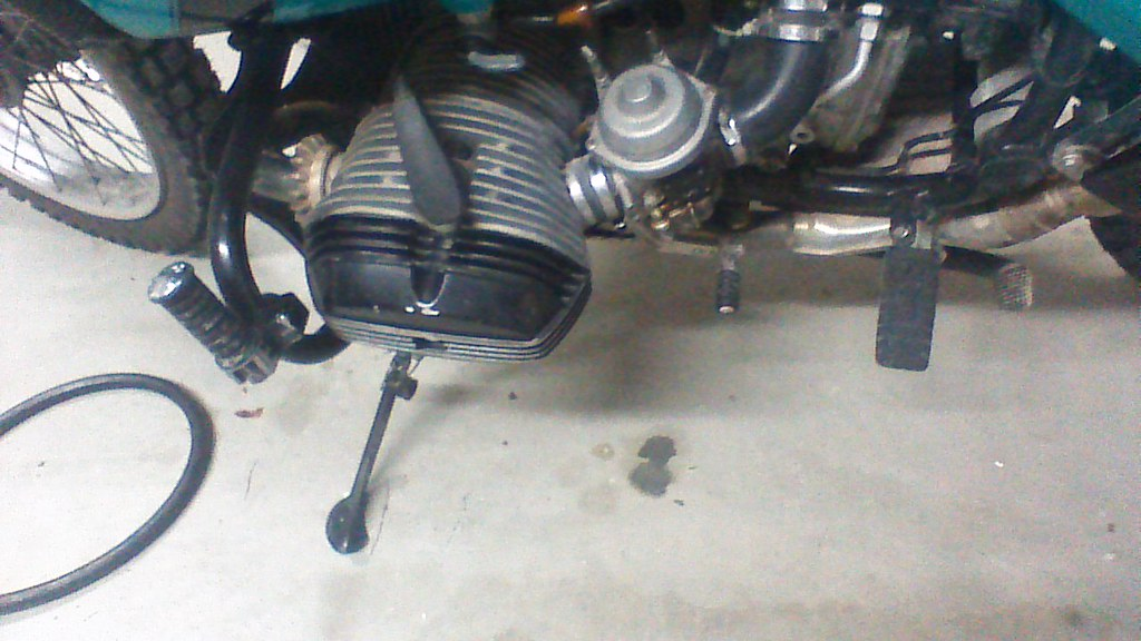School Me!, Fuel leak Left carb, bike is on the side stand R100GSPD