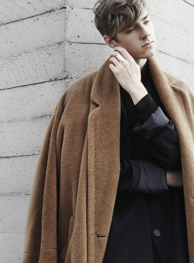 mikkoputtonen_fashionblogger_london_vintageCamelCoat_widelegtrousers_rachelzoeShoes9_web