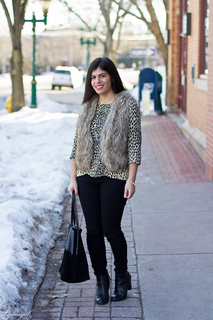 leopard tunic, fur vest, black jeans.jpg