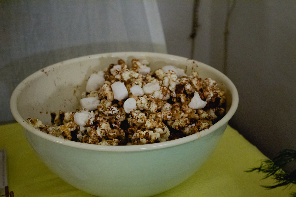 s'mores popcorn (chocolate, marshmallows, cookies)