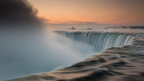 winter cold ice sunrise dawn niagarafalls waterfall niagara humbling iceandsnow coldwintermorning icydawn