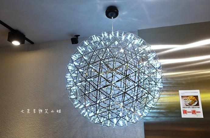 3 瓦法奇朵 台北車站信陽店 2014台北車站大聖誕樹