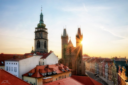 old city morning sky sun house building tower history rooftop monument architecture sunrise town am nikon europe cityscape cathedral aerial czechrepublic sunrays hdr d90 hradeckralove oloneo