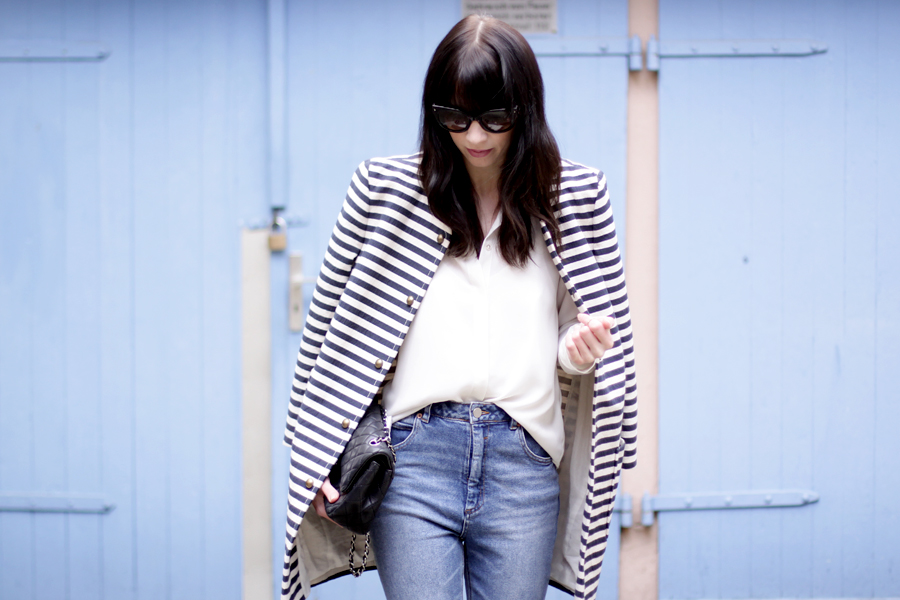 spring outfit striped coat mum jeans white shirt sailor asos joop fashion blue blau blaue jeans prada sunglasses sonnenbrille stylish modeblogger fashionblogger germany ricarda schernus blog cats and dogs 2