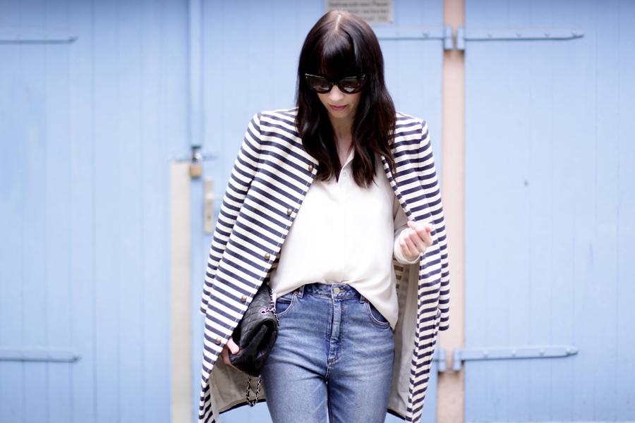spring outfit striped coat mum jeans white shirt sailor asos joop fashion blue blau blaue jeans prada sunglasses sonnenbrille stylish modeblogger fashionblogger germany ricarda schernus blog cats and dogs 2