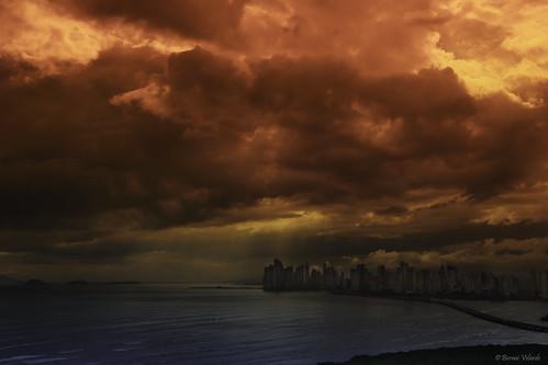 ocean republica city sea storm clouds atardecer mar dusk ciudad panama centralamerica centroamerica velarde bernai puntapacifica bernaivelarde